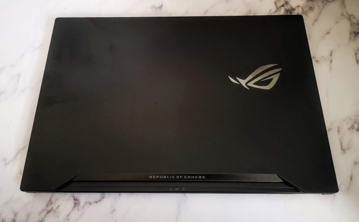 asus zephyrus gaming laptop top view