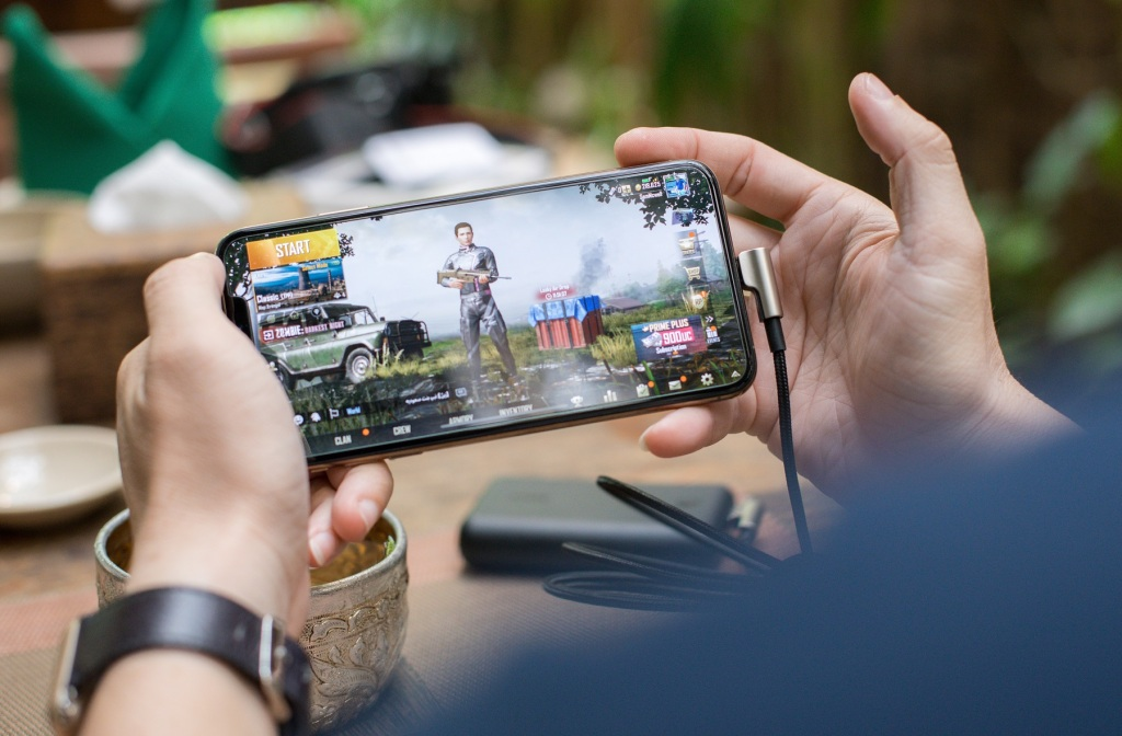 person-playing-pubg-on-smartphone